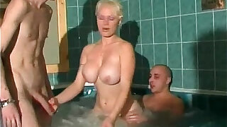 Public sauna and jacuzzi is perfect - 28:00